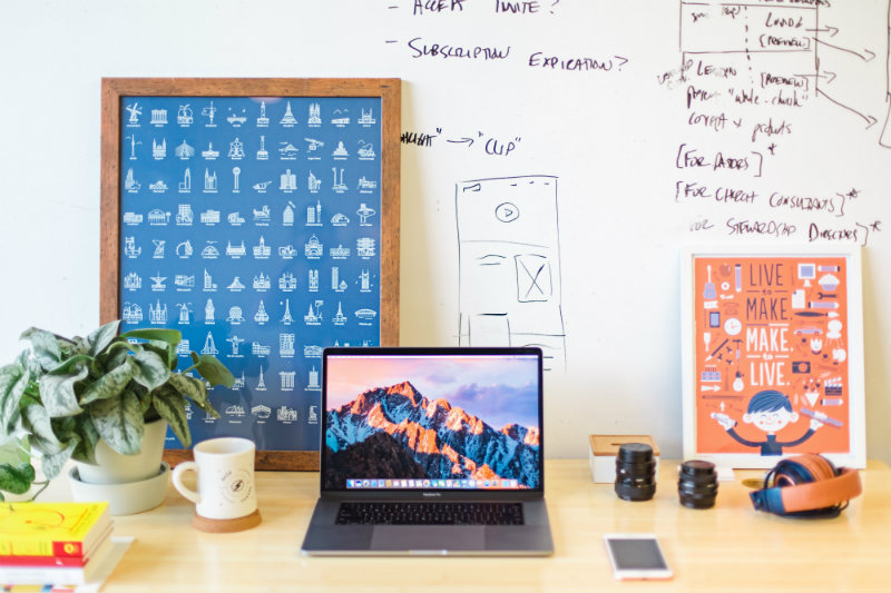 How to use canva computer desk