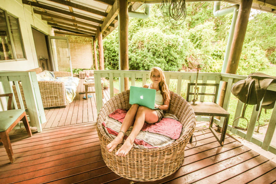 What if there was a way that you could travel the world, while earning a great income doing what you loved? Check out the Learning to Roam freelancing course and start building your freedom lifestyle today! | livingtoroam.com