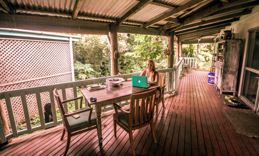Want to be a digital nomad ? | Living to Roam