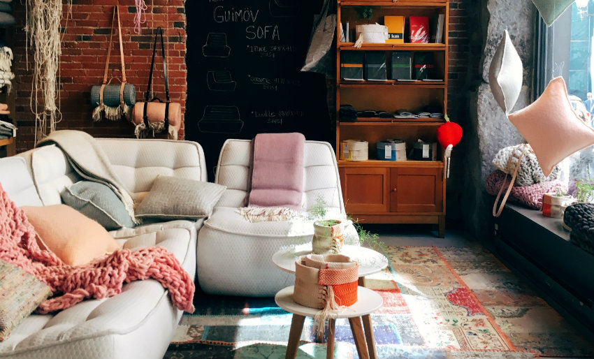 Airbnb & Couchsurfing: 12 tips for first-time users | Living to Roam
