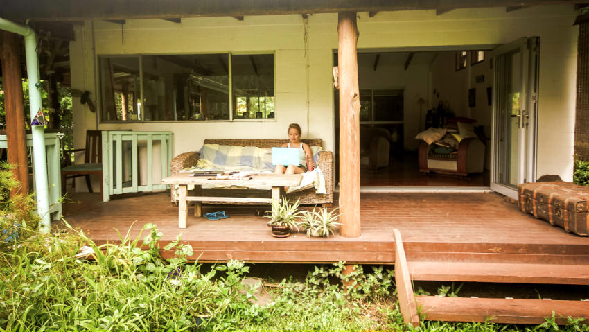 Could housesitting be the best way to get free accommodation? Discover our expert tips on housesitting, including what to write in your online profile, how to prepare for your first housesitting experience and what to ask homeowners before you arrive   visit Living to Roam for more travel tips   livingtoroam.com